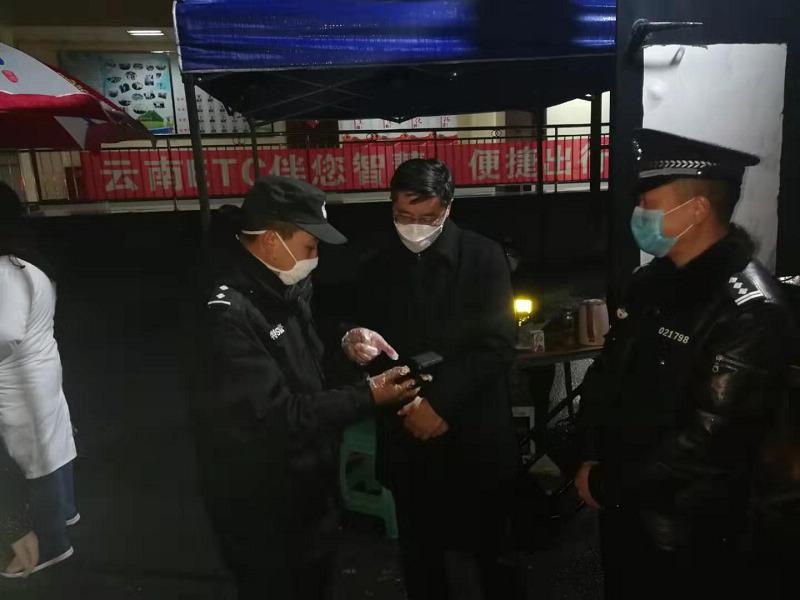 罗朝峰同志到大关督查疫情卡点防控工作